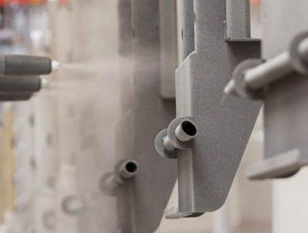 Neue Automatikkabine in der Pulverbeschichtung